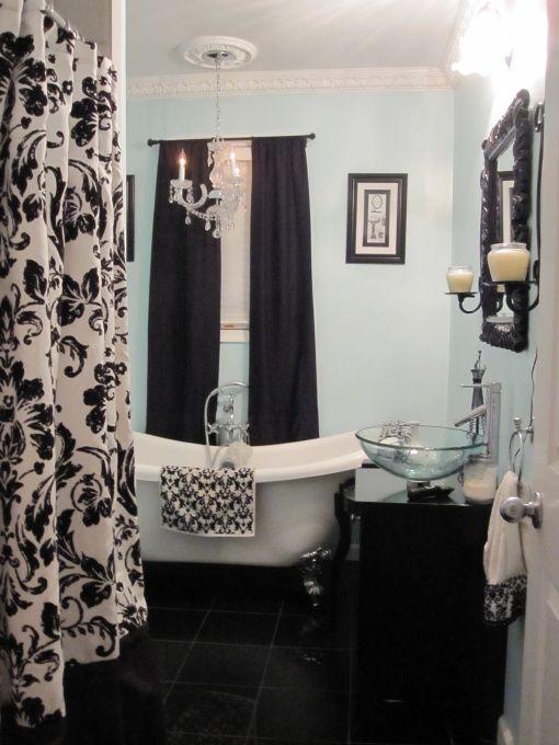 Such a cute bathroom!