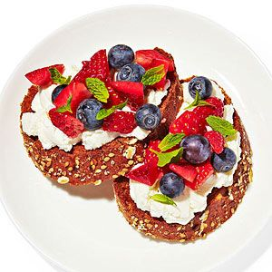 150-calorie flat-belly #snack: berry bruschetta