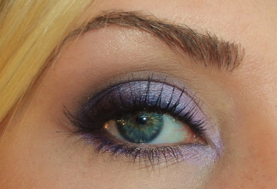 Beautiful shimmering purple eye shadow. Eye makeup for green eyes.