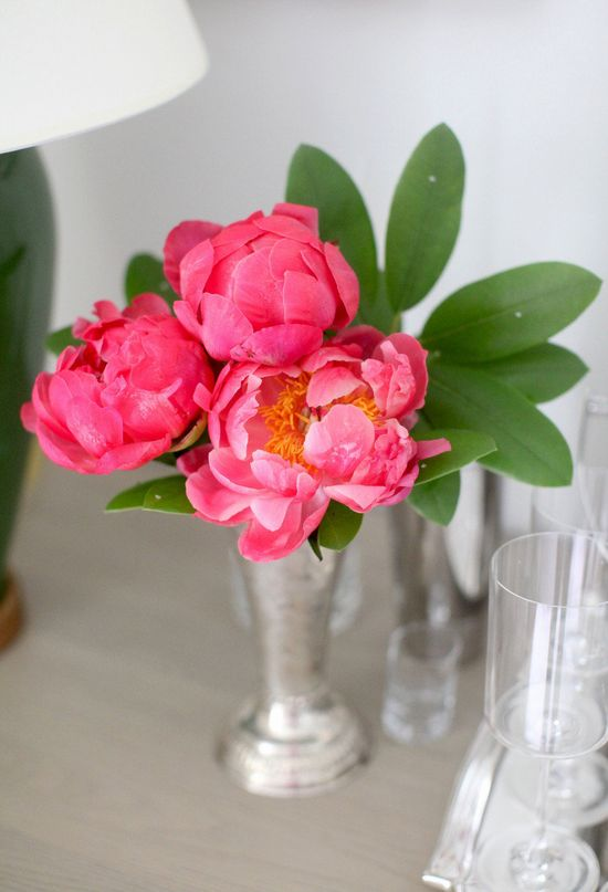 DIY Flower arrangement: Peonies, 3 Ways. Photography by Style Me Pretty Living / smpliving.com