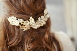 love the use of a headband as an accessory for the back....
