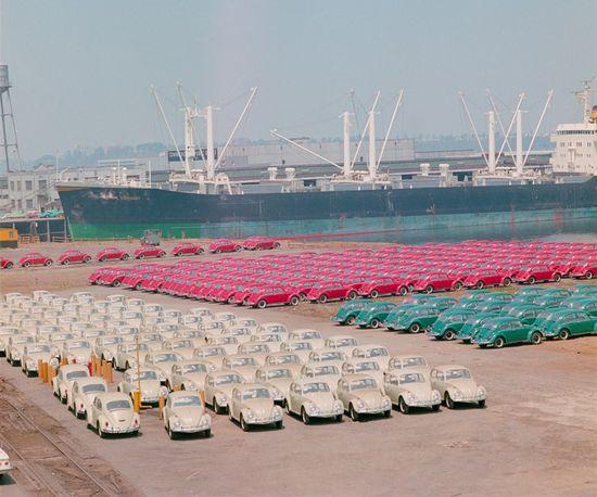 STRANGE AUTOMOTIVE HISTORY - 1965 PORT OF PORTLAND - HUGE SHIPMENT OF VOLKSWAGEN BEETLES PARKED BY COLOR - 1965