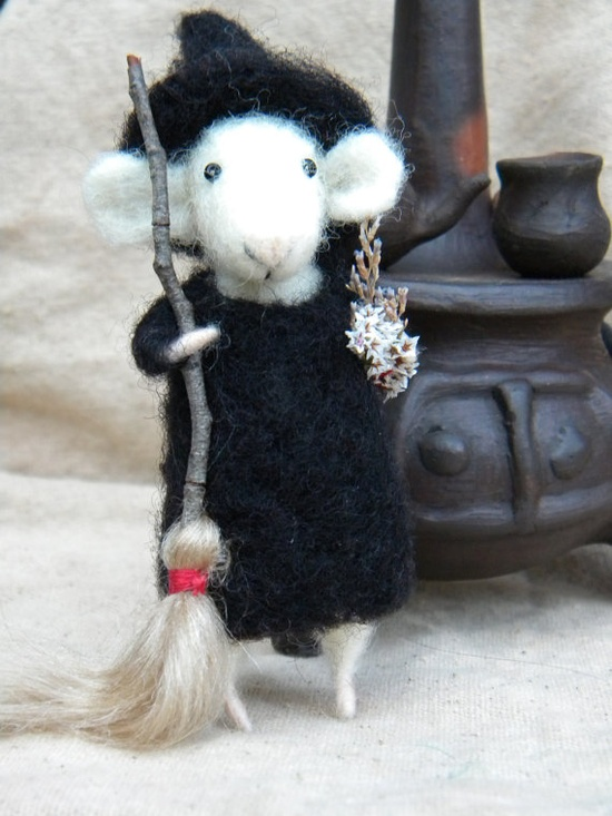 The Little Witch mice an her kitchen to by feltingdreams on Etsy