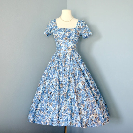I am feeling soft, cheerful hues of vintage blue (like the ones in this marvelous 1950s dress) so much this spring. #vintage #dress #fashion #blue #1950s #spring #summer