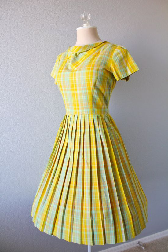 Yellow is one of the few colours that I do not have a vintage dress in yet. It's hard to find shades that work with my colouring, but not impossible, so the hunt continues. #vintage #1950s #1960s #plaid #yellow #dress