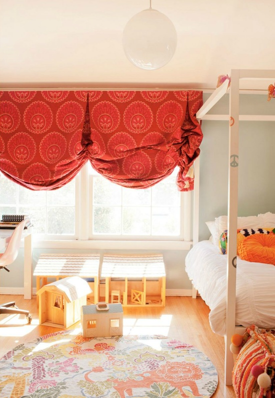 red curtains in a kid's room via @rue magazine