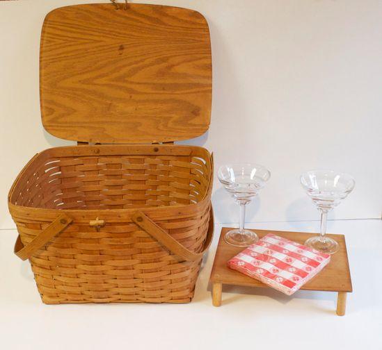 Vintage 1987 Longaberger Large Picnic Basket with wooden tray - Beth