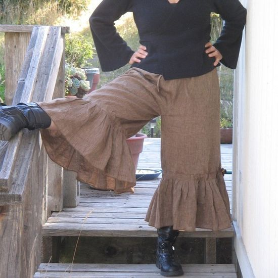 Vintage style bloomer pants.  I kind of love these, but what would I wear for a top?