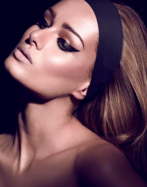 .love her eyeliner