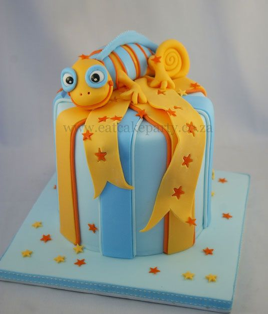 Adorably #Cute #Chameleon Topped #Cake With beautiful #Bow! So sweet! We love and had to share! Great #CakeDecorating