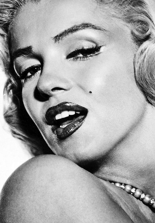 She is the most beautiful woman in the world ever Marilyn Monroe - Fashion Diva Design