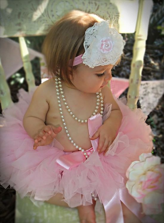 loveee! #shabbychic #baby. I will take pictures of my daughter like this all the time!