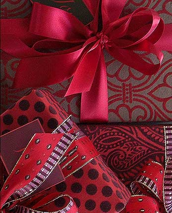 Holiday Gift Wrap by Carolyneroehm.com