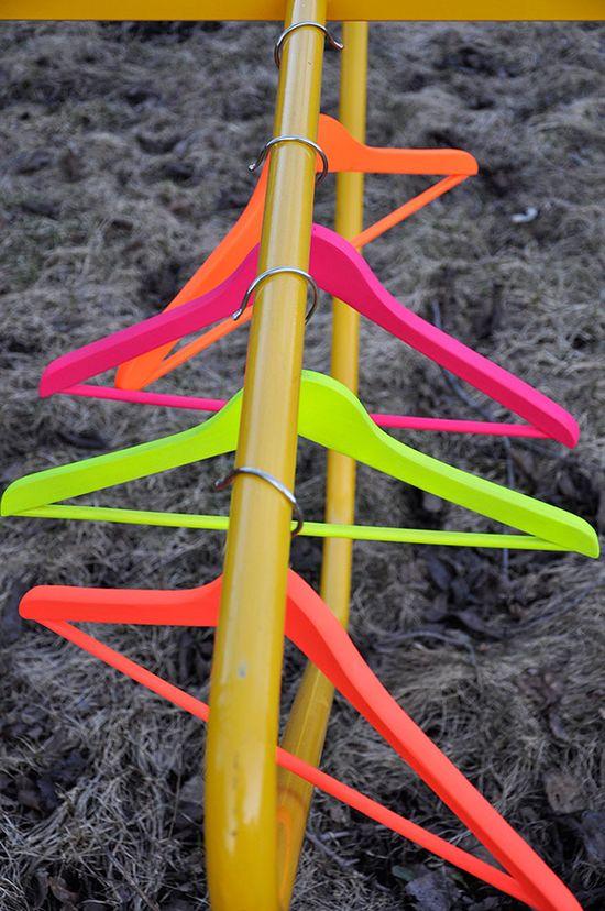 DIY: neon hangers