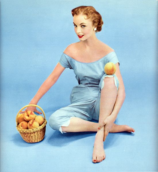 Yay, it's finally (vintage) peach season once more! #vintage #1950s #fashion #summer #peaches