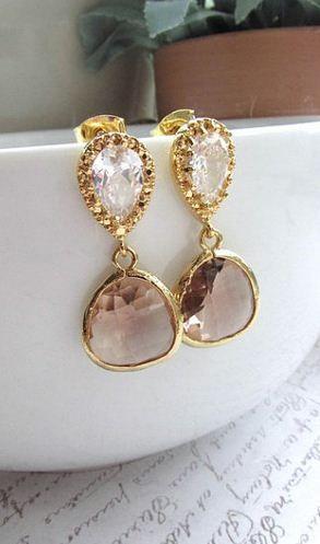 Gorgeous drop earrings.