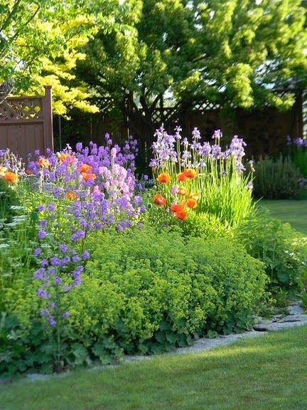 ah, the cottage garden. :)