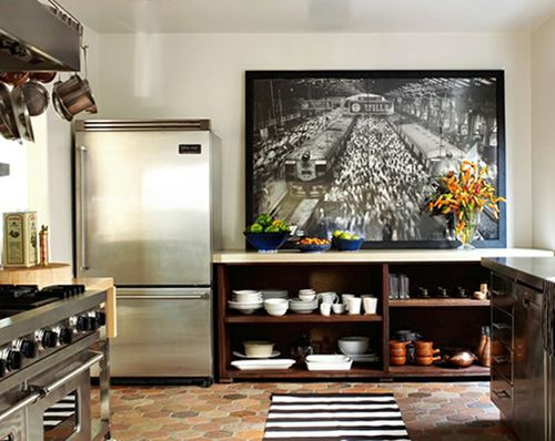 Love the large photo and open shelving.