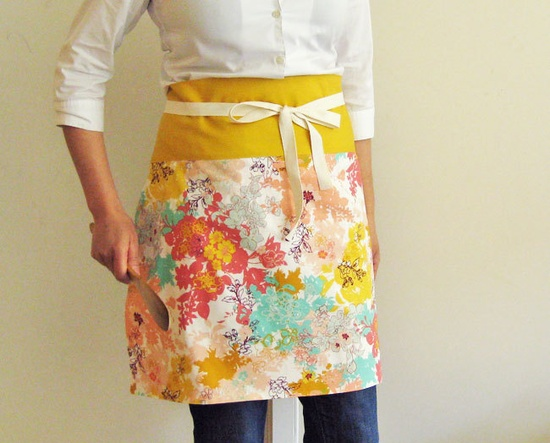 Reversible half apron - made with Pat Bravo's Summerlove, via Etsy. #sewing #apron