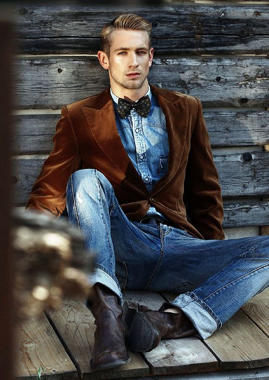 brown velvet sport coat, dark bow tie, light blue denim shirt, blue jeans, black belt, dark side zip boots