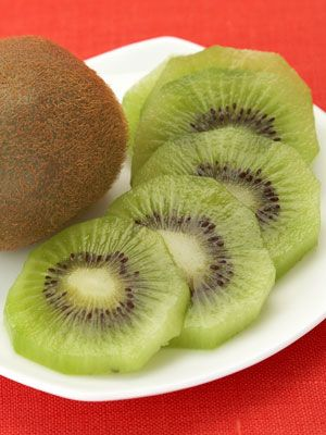 If you're looking for a #quick and #healthy lunch, try these 50 foods under 100 #calories!