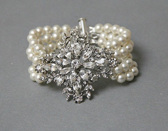 Lots of great vintage pearl jewelry here.
