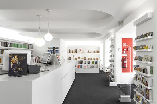 Paulus Bookshop by Site Specific Arquitectura, Lisboa