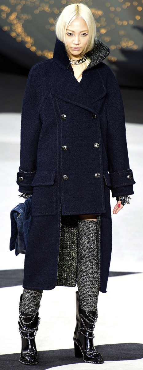 soo joo walking for chanel, fall/winter 2013.