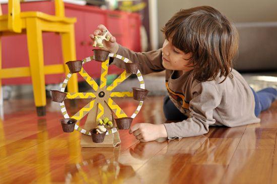 DIY Cardboard Ferris Wheel -- Fun!!