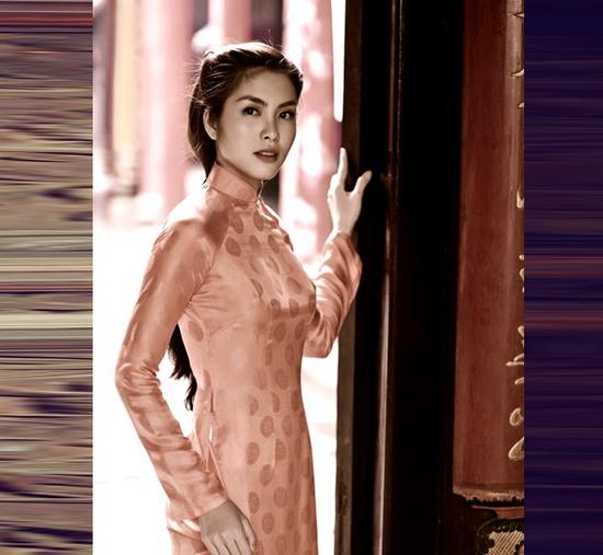 The Beauty of Ao Dai Viet Nam