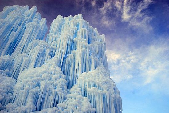 Midway Ice Castle / ShutterStein