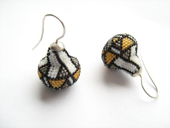 Art Nouveau inspired beaded earrings by DONAULUFT €115,00 EUR