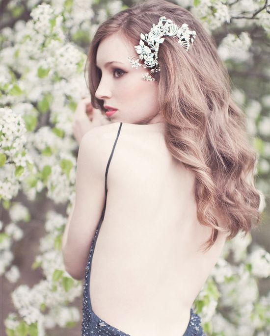 This hairpiece from Enchanted Atelier is so unique when worn to the side -- what do you think?