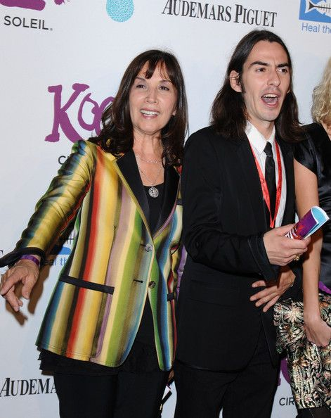cute photo of Dhani & Olivia (what an expression lol)