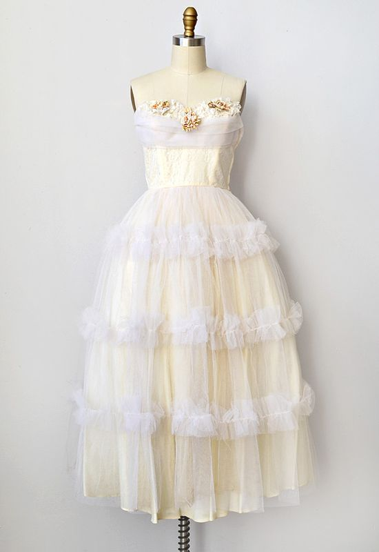 vintage 1950s white lace and tulle wedding dress