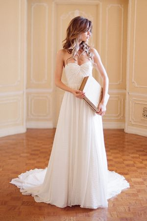 simple and beautiful wedding dress