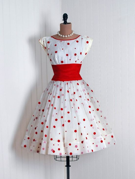Red Polka dots #dress #1950s #partydress #vintage #frock #silk #retro #teadress #petticoat #romantic #feminine #fashion #polkadotsprint