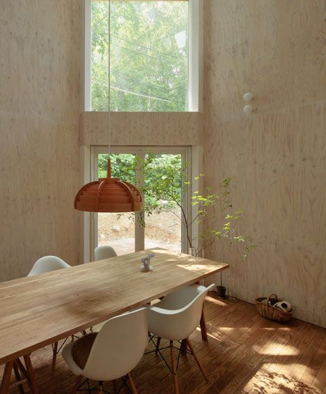 Small Box House by Akasaka Shinichiro Atelier: Beautiful wood, light and space. #Architecture #Akasaka_Shinichiro_Atelier