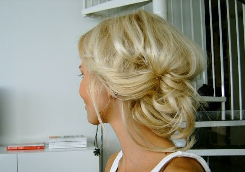 cute updo! and the colors a beautiful blonde
