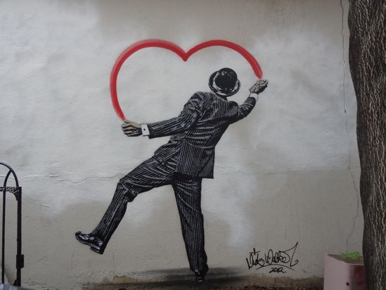 """- STREET ART UTOPIA   """"When you are falling in love - live feels like it is in color"""" - love the heart ?"""