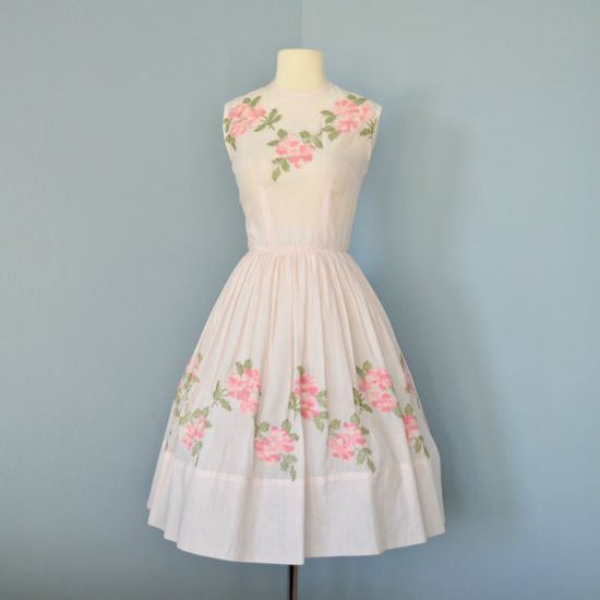 I can never get enough of sweet, sunshine perfect 1950s floral print dresses like this charmer. #pink #flowers #sundress #vintage #dress #fashion #1950s #retro