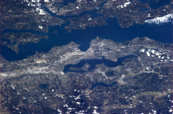 """""""Hello Seattle – saw you were enjoying some clear days recently!""""  Tom Marshburn from the International Space Station."""