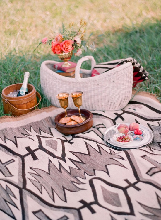 bohemian picnic for two  Photography by odmphotography.com, Floral Design by clothofgoldflower...