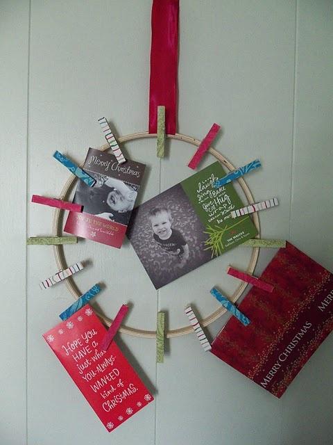 Christmas card holder wreath . cute idea for photo Christmas cards