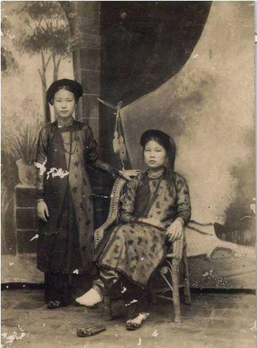 Ao dai, Vietnamese traditional dress.