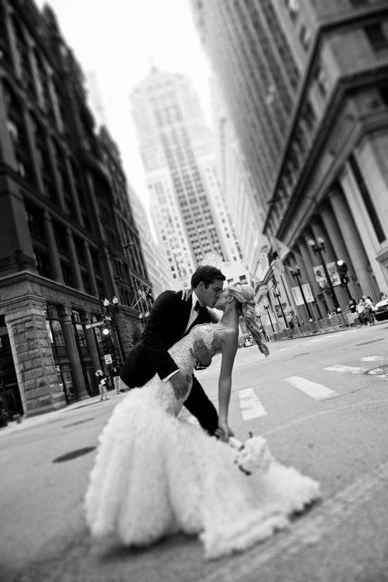 10 Must Have Wedding Photos.