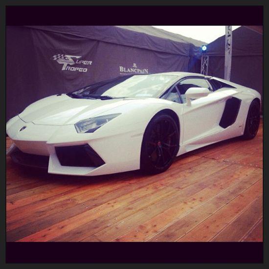 White angel- Lamborghini Aventador