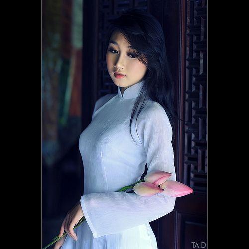 Lotus - Ao dai Vietnam