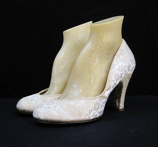 40s 50s Shoes Vintage Pumps Babydoll Brocade @ voguevintage on etsy