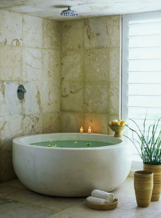 Round bath tub